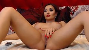 Emmelyne Makes Horny with Beautiful Pussy on Livejasmin